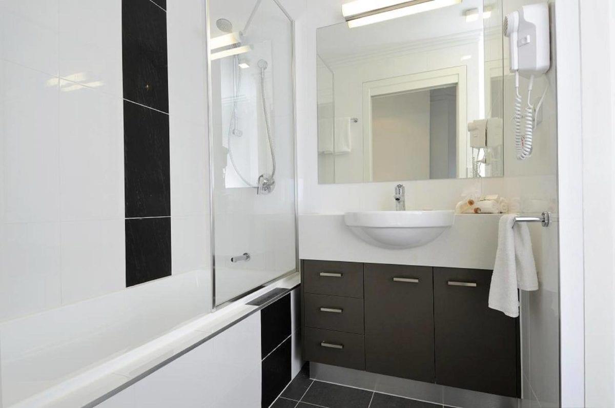 Hotel Chino Woolloongabba Brisbane Bathroom 1