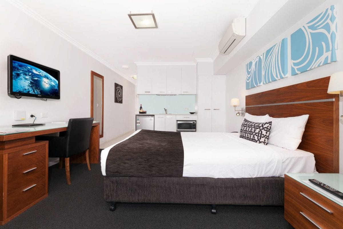 Hotel Chino Woolloongabba Brisbane Queen Studio W Kitchenette & Business Area